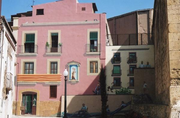 2002 Realizes a great mural in the fishermen´s neighborhood of the Seraglio of Tarragona